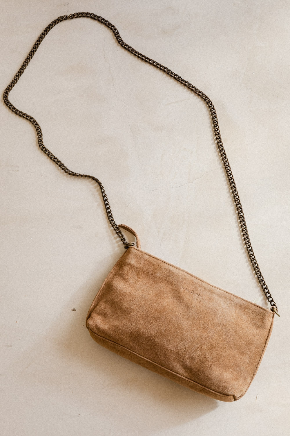 ese O ese Mini suede handbag with chain strap in Soft Tan