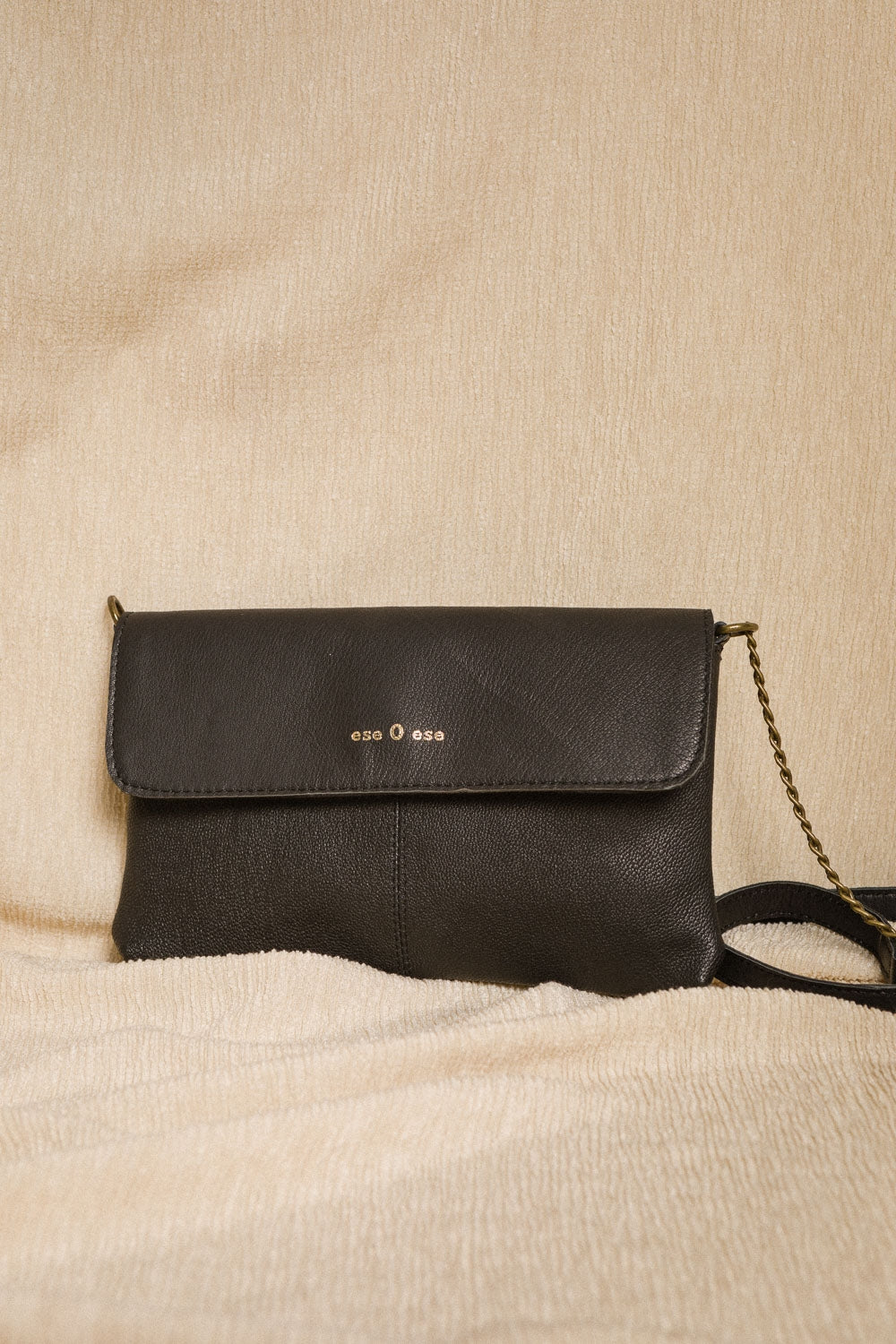 ese O ese Combined chain small leather crossbody bag in Black - CW CW