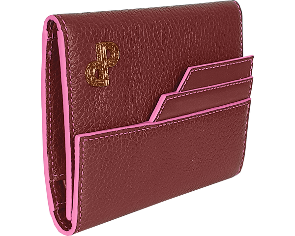 The exceptionally refined finish of the JULIA wallet decorated by a 3D Forever Logo and its Signature bright pink edges enrich its structure makes it the ideal portable luxury. All MADE IN ITALY craftsmanship