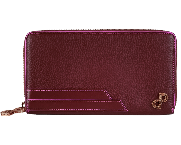 LUCILLA is an icon of sophistication you can always carry with you from day to evening.