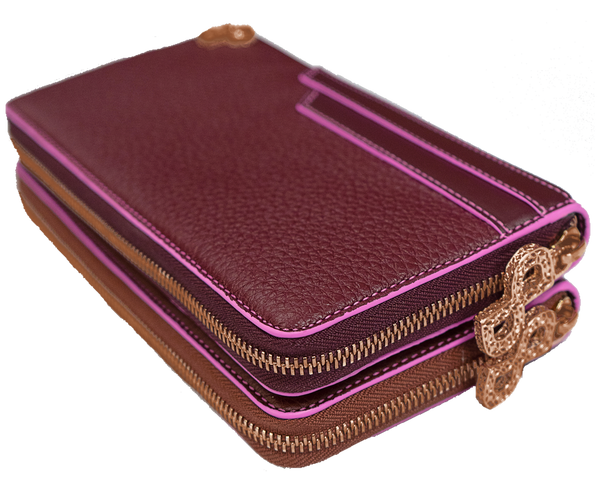 The label's distinctive style and a meticulous attention to detail emerge in the luxurious flair of the LUCILLA all-in-one wallet decorated by 3D Forever Logo and its Signature bright pink edges enrich its structure.  All MADE IN ITALY