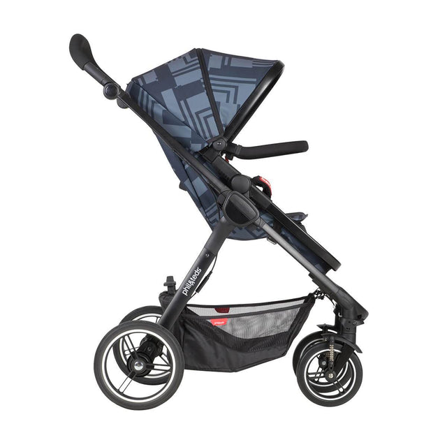 phil&teds mod stroller in noir colour with main seat in front facing side view_noir