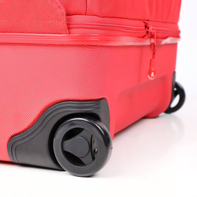 phil&teds travel bag close up of wheels_red