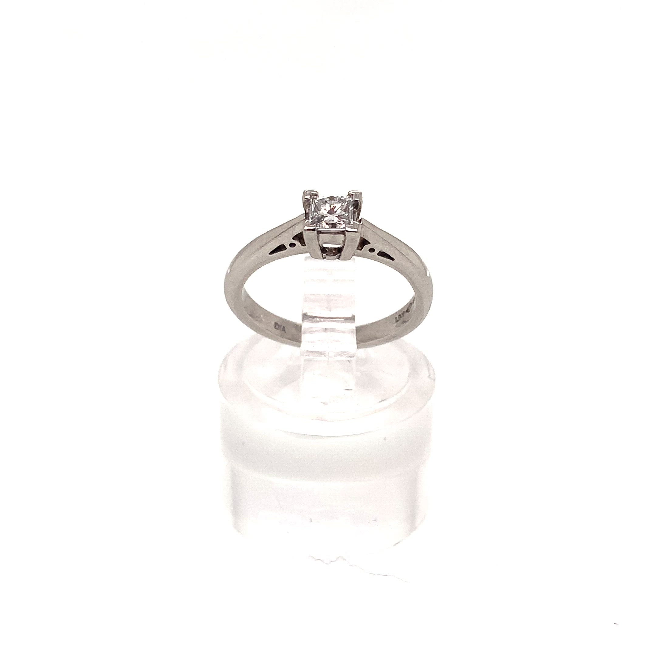 0.25ct Princess Cut Diamond Solitaire Ring Platinum