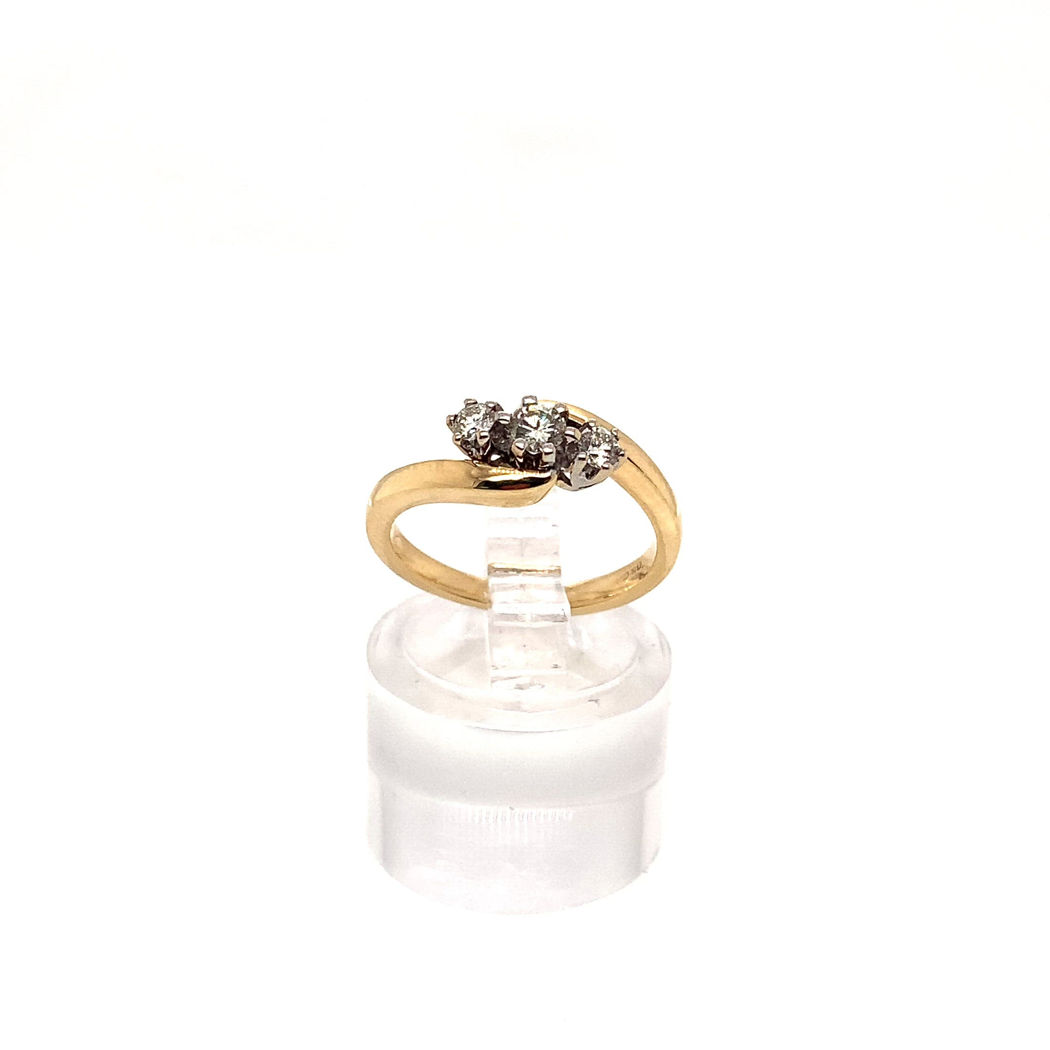 18ct Three Stone Twist Ring