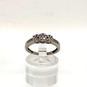 9ct White Gold Trilogy Style Ring Diamond Set Shoulders