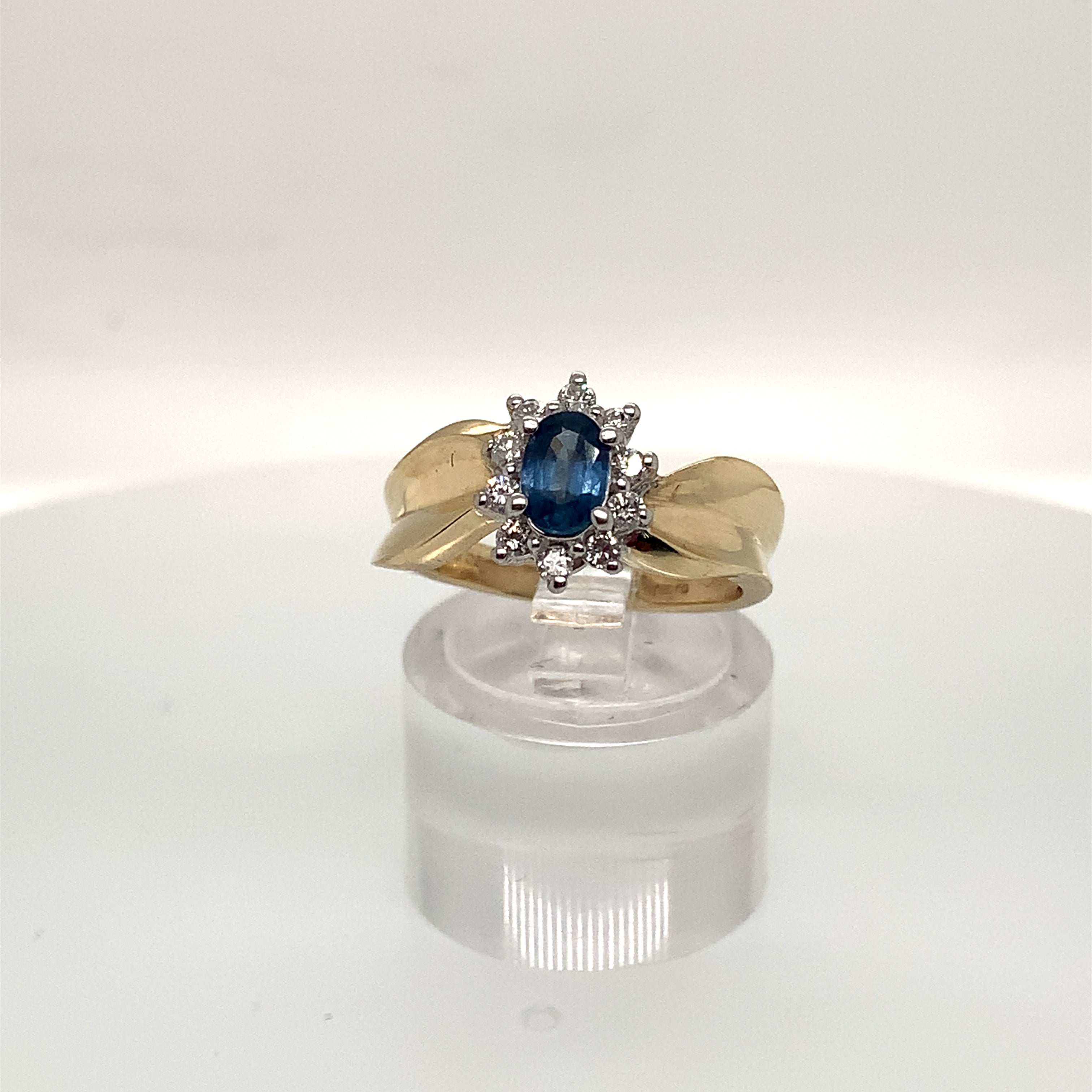 9ct Yellow Gold Sapphire & Diamond Cluster Ribbon Ring