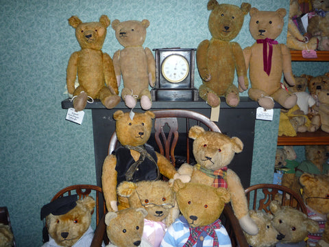 16 A group of Early English and American bears