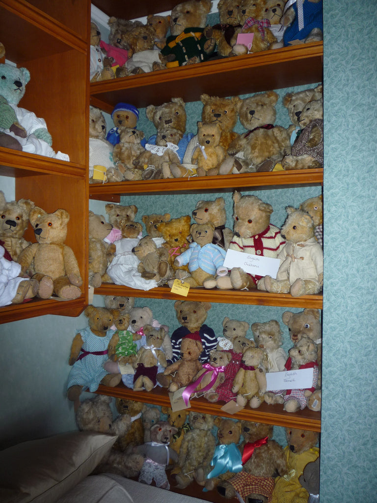 (5) A group of Farnell and Chiltern bears