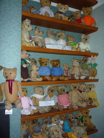 29 A group of Merrythoughts and Irish Teddies