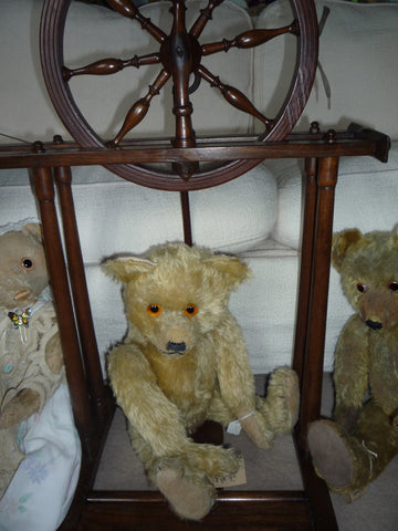 (1) A group with more Teddies spinning!