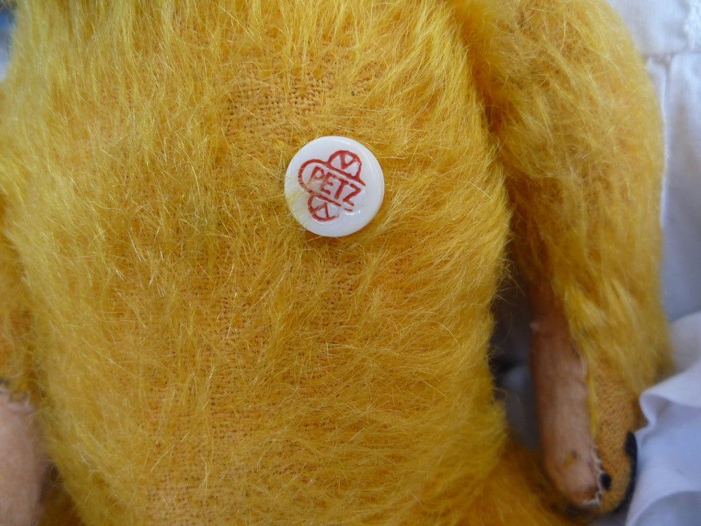 Petz (1950) Button