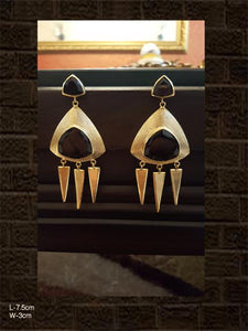 Black stone earring with three spikes