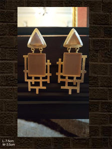 Abstract design beige stone earring