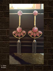 Tassel earring with pink stone in gold and black polish