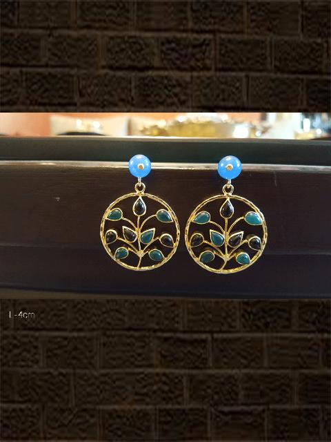 Stylish tree design earring