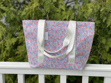 Load image into Gallery viewer, Garden Floral Tote