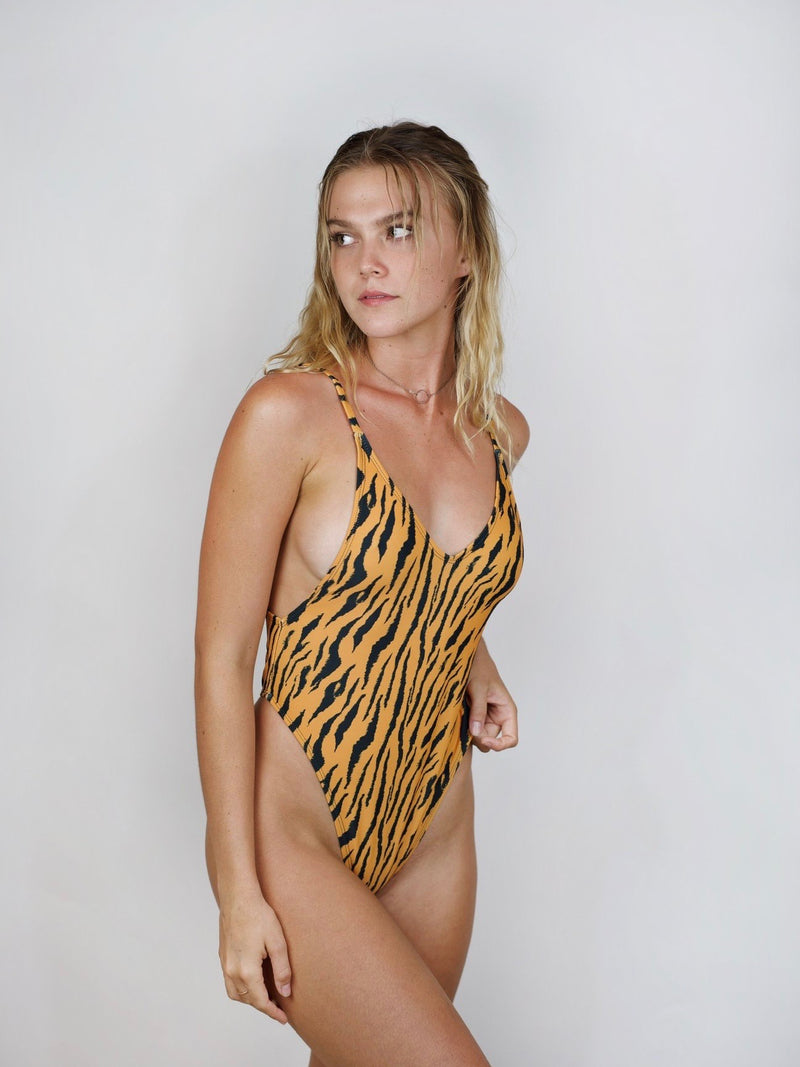 Pretty Girl One-Piece / (prints)
