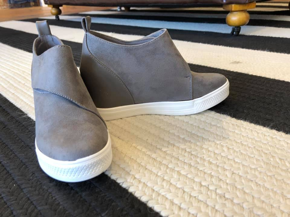 Sela Sneakers in Gray