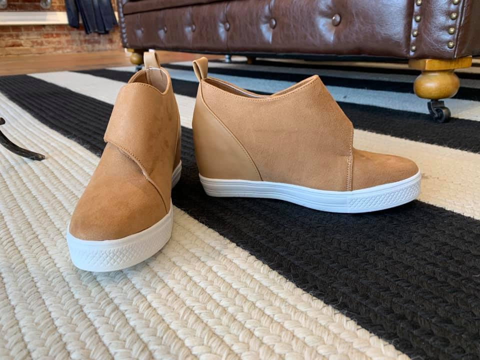 SALE! Sela Sneakers in Camel