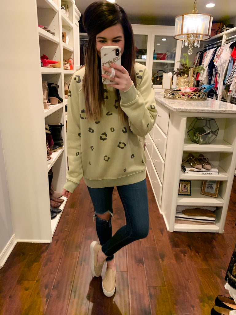 Caturday Vibes Sweatshirt in Light Olive
