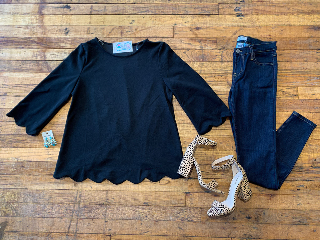 Sweet Scallop Top in Black