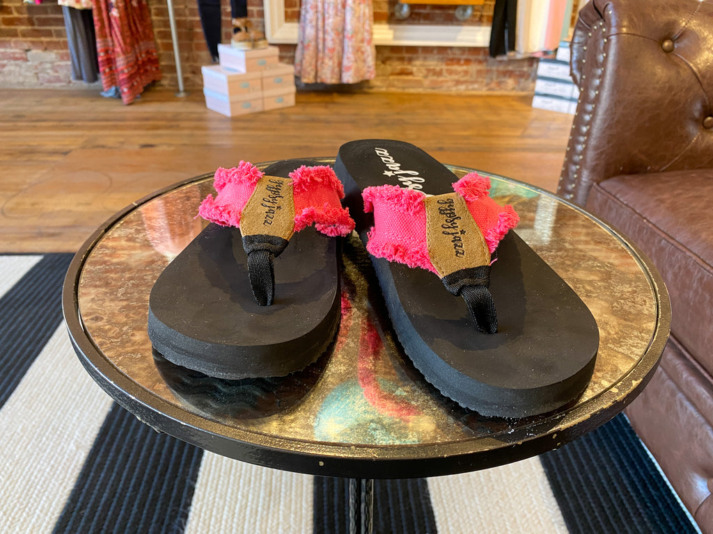 Gypsy Jazz Flip Flops in Pink/Black