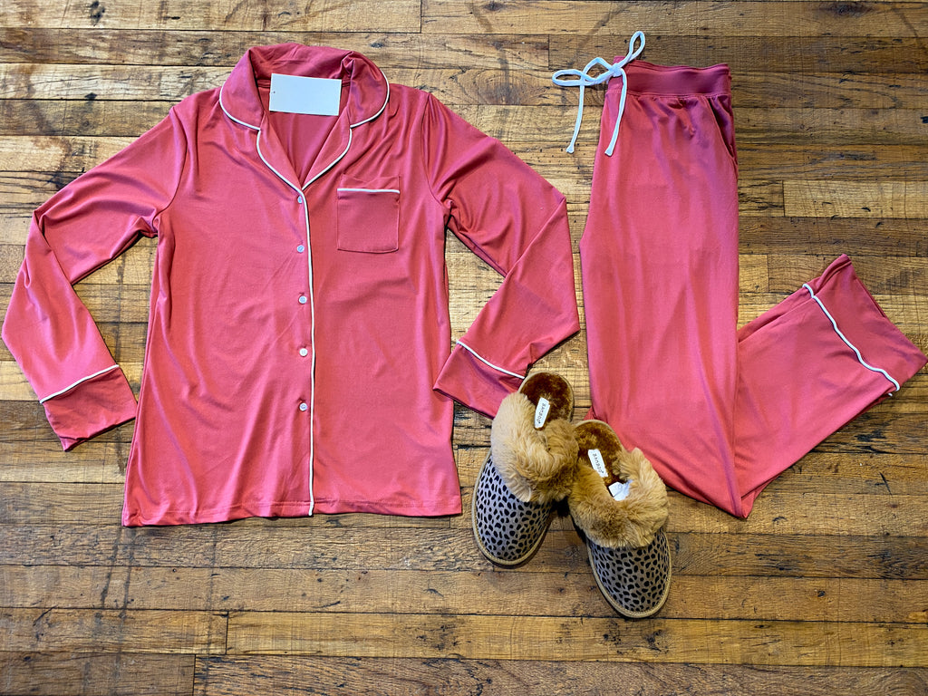 *BELLES & DOORBUSTER* Stay in Bed Pajama Set in Cranberry/White