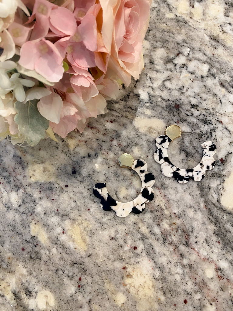 Scalloped Resin Earrings in Black/White