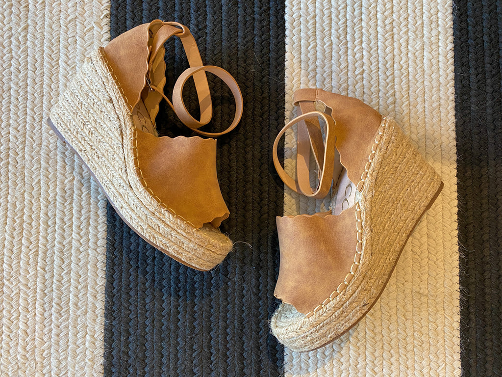 Sayde Scalloped Wedges in Tan