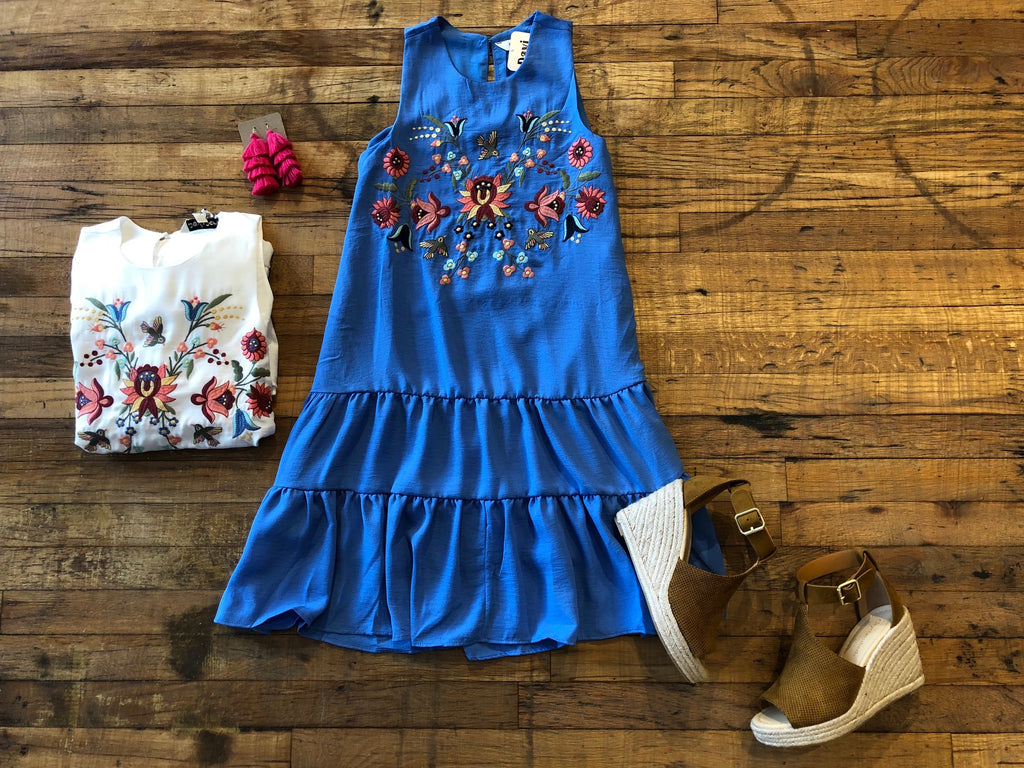 Country Charm Dress in White and Blue