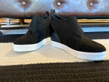 Sela Sneakers in Black