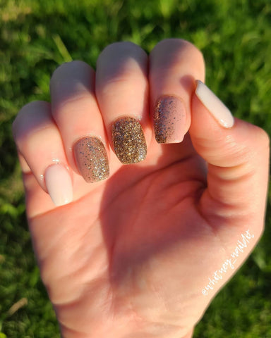 D557 and D378 Prosecco | Gold Glitter | Holiday Nail Trends | Revel Nail Dip Powder
