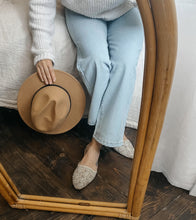 Upload image to gallery, Wide leg pants in pale blue jeans