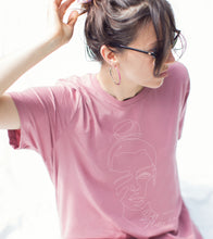 """Load the image in the gallery, Oversized old-mauve woman T-shirt model """"Mommy bun"""""""