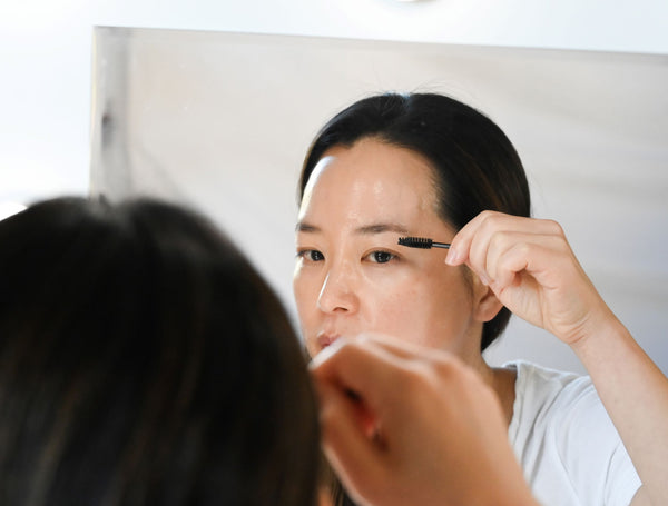 minji-applying-castor-oil-to-eyebrows-for-growthn-as-part-of-soffli-skincare-rituals