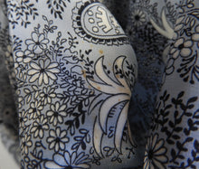Load image into Gallery viewer, 1940's Silk Crepe Dressing Gown - Beautiful Robe