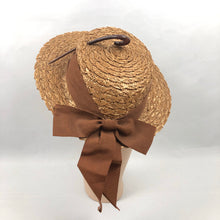 Load image into Gallery viewer, 1940s Straw Hat with Scalloped Edge and Hook Trim