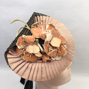 1940s Black and Soft Apricot Straw & Grosgrain Hat with Floral Trim