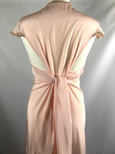 Load image into Gallery viewer, 1930s 1940s Peach Silk Nightdress - B34