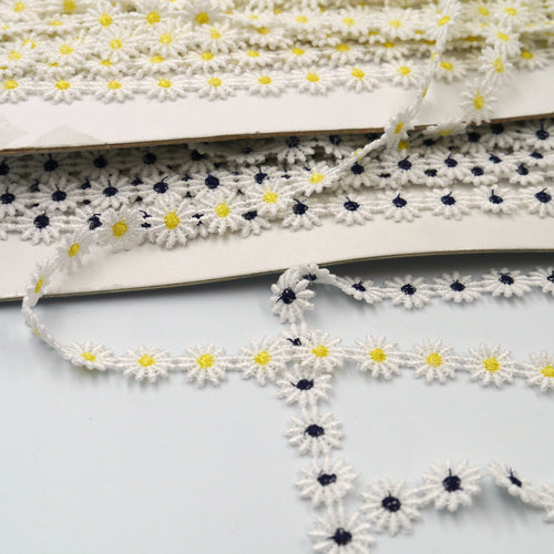 12mm White Daisy Flower Braid 8929