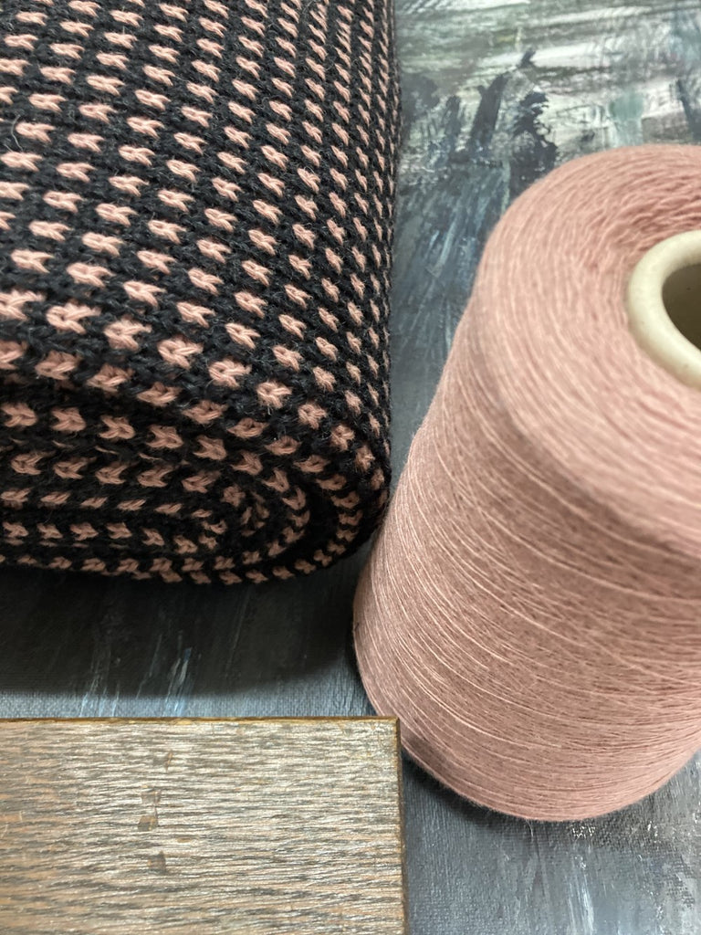 LOYAL blanket<br>anthracite / dusty pink