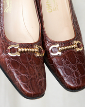 Load image into Gallery viewer, Vintage 80's Salvatore Ferragamo Brown Leather Pumps (37EU)