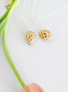 Vintage 80's Honey Nut Golden Clip On Earrings
