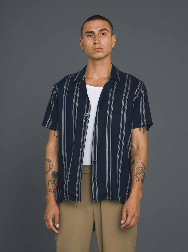 Cave Short Sleeve Shirt | Navy Pin