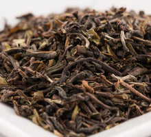 Laden Sie das Bild in den Galerie-Viewer, Pamir Bio-Schwarztee Darjeeling Puttabong first flush (100g)