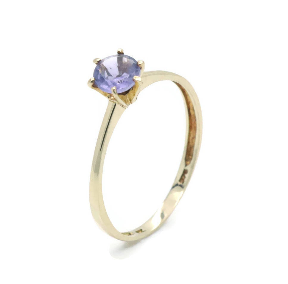 Solitaire Amethyst Ring 9ct Yellow Gold