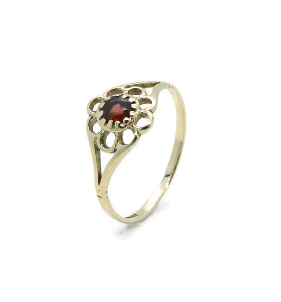 Red Garnet Ring 9ct Yellow Gold