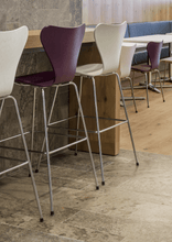 Series 7, bar stool, Front upholstery