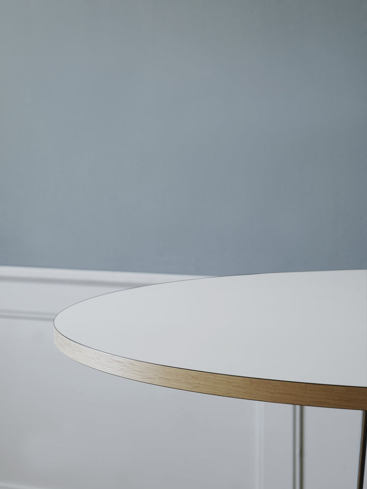 E020 Embrace Table - Ø79.50 cm